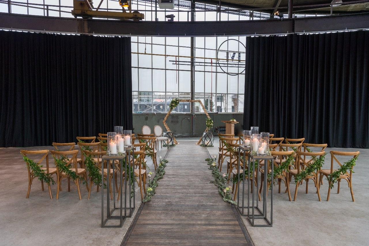 Industrial meets greenery bruiloft styling